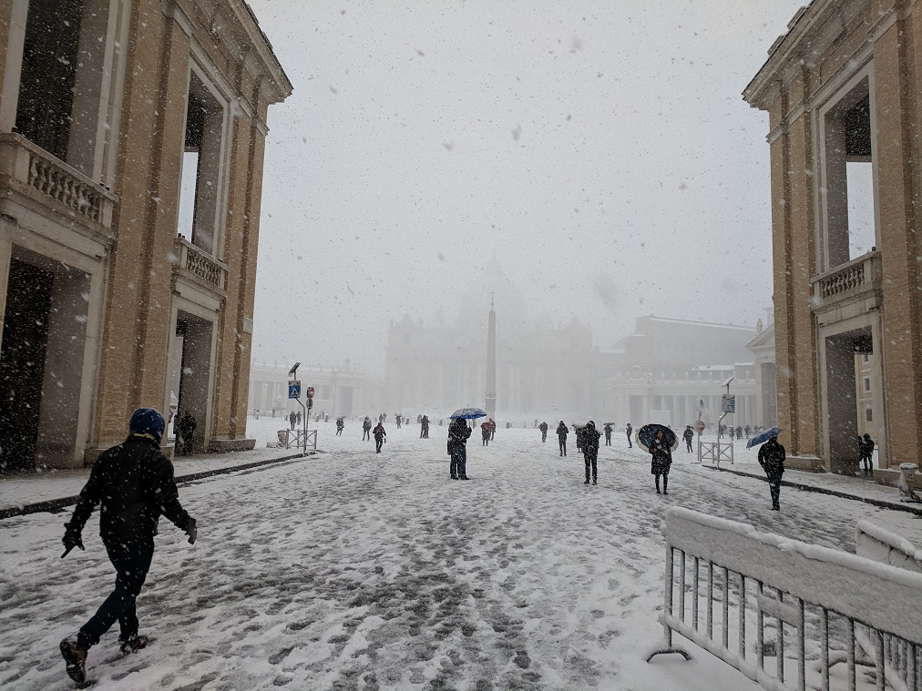 Rome Snow: Entrance to St. Peter's Square