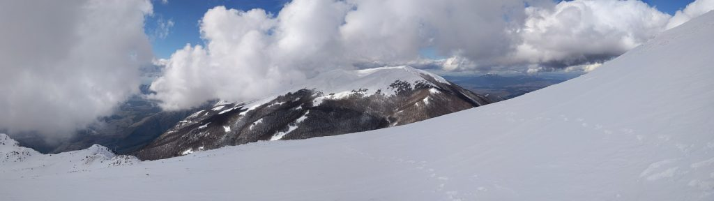 panoramo on the side of Pollino's summit